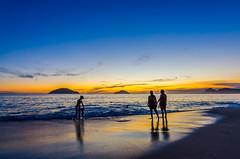 Joana, Diego, Maria Helena e Cris (mcvmjr1971) Tags: 2018 50mmf18d d7000 diego bordercollie cores mmoraes nikon niterói pordosol praiadecamboinhas regiãooceânica sunset verão