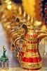Petit coq face à un gros lot de carafes au Moyen-Orient (Christian Chene Tahiti) Tags: canon 7d carafe coq moyenorient barhein bokeh macro souk souvenir jaune vert bleu rouge