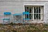 Das Stadtviertel, wo ich lebe (28) (Janos Kertesz) Tags: old wall architecture grunge building window house background urban texture münchen munich bayern bavaria tisch stuhl gartenmöbel fenster