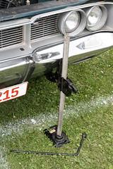 Dodge Monaco Repair with Car Jack (Triple-green) Tags: 2007 auto canon24105mm14l canoneos30d carjack dodge monaco schweden uscar västerås