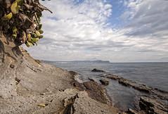 Verso Pozzuoli (LifeReporter) Tags: puntapennata tufo roccia vulcano mare acqua natura spiaggia sabbia legno alberi campiflegrei supervulcano