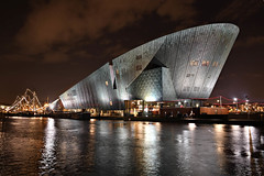 NEMO Science Museum in Amsterdam (jan_vrouwe) Tags: nemo sciencemuseum amsterdam soapbubbles chemistrylab fun light festival lightfestival
