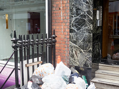 20180115T15-08-13Z-_1151744 (fitzrovialitter) Tags: england gbr geo:lat=5151672400 geo:lon=014133900 geotagged oxfordcircus unitedkingdom westendward peterfoster fitzrovialitter rubbish litter dumping flytipping trash garbage urban street environment london streetphotography documentary authenticstreet reportage photojournalism editorial captureone littergram exiftool olympusem1markii mzuiko 1240mmpro ultragpslogger city