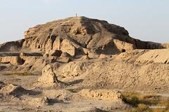 Uruk ziggurat (2).jpg (tobeytravels) Tags: uruk iraq sumer babylonia gigamesh seleucid parthian mesopotamia enmerkar neobabylonian temple eanna anu ziggurat orchoe sargon sumeriankinglist
