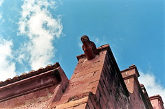026_22A (lilyfleur69) Tags: vilafamès église mur façade pierre architecture argentique gargouille nikonf801 afgn200 objectif3570mm