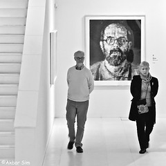 In the museum (Akbar Simonse) Tags: assen holland netherlands nederland drentsmuseum theamericandream exposition tentoonstelling chuckclose people candid man woman streetphotography straatfotografie inside bw blancoynegro bn zwartwit monochrome vierkant squareformat akbarsimonse trap stairs
