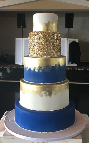 Royal Blue and Gold Brushing Wedding Cake