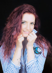 Annabelle (liofoto) Tags: canon canon85mm18 couleurs colors girl woman modèle model beautifulgirl portrait face yeux eyes regard cheveux hair red rousse redhead shooting studio