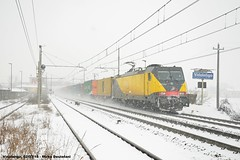 Neve... da Bari (mdeste96) Tags: e483 ferrotramviaria traxx vidalengo ferroviamilanovenezia milanovenezia trenomerci merci train freighttrain container
