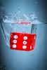 Würfel (fadenfloh) Tags: würfel cube water wasser rot red glass glas splash spritzen