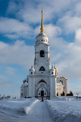 belltower of the Dormition Cathedral (swissgoldeneagle) Tags: kathedrale church russianfederation föderationskreiszentralrussland zentralrussland snow foederationskreiszentralrussland wladimir владимирскаяобласть владимир russland успенскийсобор cathedral rx100m4 центральныйфедеральныйокруг oblastwladimir sony sonycamera российскаяфедерация schnee цфо winter russianorthodoxchurch russischorthodox russianorthodox rx100 россия рф russia kirche russischeföderation russischefoederation dormitioncathedral mariäentschlafenskathedrale vladimir vladimirskayaoblast ru belltower