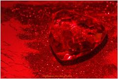 color of love (Hetwie) Tags: macromaandag hart heart macromonday monochrome red love rood