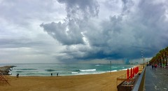 """""""Mar verde de la tormenta"""" (atempviatja) Tags: paisaje ciudad barcelona platjadelsomorrostro paseomarítimo playa azul tormenta nubes cielo paseo mar"""