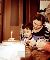 許願 (synergy1105) Tags: pray wish birthday 許願 祈禱 child 生日