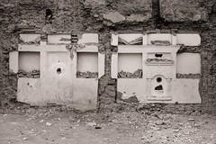 Excavation (Tom Levold (www.levold.de/photosphere)) Tags: fuji fujixpro2 isfahan xf18135mm esfahan wall gebäude wand building graffiti