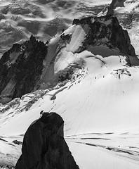 l'homme face a ses rêves de grandeur (Imag'in Alpes) Tags: alpinisme montagne nature neige rock ice glacier escalade climbing montblanc chamonix eos canon backcountry landscape noirblanc wb