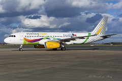 VLG_A320_ECMOG_BRU_FEB2018 (Yannick VP) Tags: civil commercial passenger pax transport aircraft jetliner airliner vlg vy vueling airlines airbus a320 320200 sl sharklets ecmog cantabria special colours livery stickers brussels airport bru ebbr belgium be bel europe eu airside february 2018