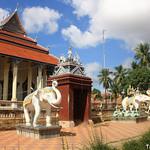 Wat Damrey Sor Pagoda, Battambang thumbnail