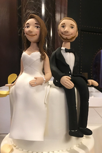 Library Bride Groom Figurines Wedding Cake
