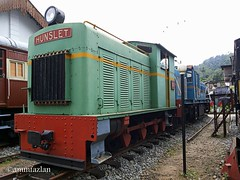 Oldie (ammfazlan) Tags: train hunslet ammfazlan fazlaan fazlan outdoor srilanka sri lanka sl samsung mobile kadugannawa railwaymuseum railroad red green