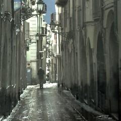 rian (archifra -francesco de vincenzi-) Tags: archifraisernia francescodevincenzi isernia molise italy street urbandetail pioggia piove ilpleut lluvia sagoma man uomo vicolo square texture solitario rian