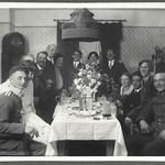 Archiv FaMUC089 Münchner Familie, Familienbesuch, 1920er thumbnail