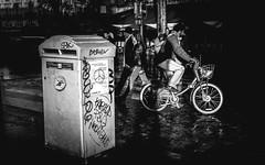 paris My Love - Messenger (DESAMY) Tags: vacances france streetshoot nikon paris rue street bw blackandwhite nikond610 d610