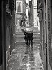 Venecia bajo la lluvia (Bonsailara1) Tags: bonsailara1 calle callejón alley narrow street venice venezia venecia italy italia paraguas umbrella rain lluvia gente people walking
