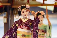 Dedication dance (walkkyoto) Tags: 奉納舞 honomai 節分 setsubun event 八坂神社 yasaka 神社 shrine 舞妓 maiko 芸妓 geiko 京都 kyoto 日本 japan ef300mmf4lusm