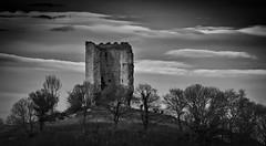 La vieja torre 2/ The old tower 2 (Jose Antonio. 62) Tags: spain españa asturias peñerudes morcín torre tower bw blancoynegro blackandwhite clouds nubes