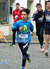 Faster than the bigger boys (Cavabienmerci) Tags: bremgarter reusslauf 2017 bremgarten suisse schweiz switzerland run running race sport sports runner läufer lauf course à pied coureur boy boys