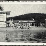 Archiv FaMUC215 Münchner Familie, Badeszene, 1930er thumbnail