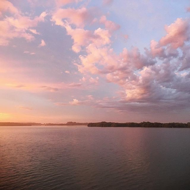 012/365 • Yamba - waiting for the southerly. Fairy floss sky • . #yamba #clouds #cloudappreciationsociety #sunset #northernnsw #visitnsw #abcmyphoto #bellalunaboat #cruising #Summer2018 #eastcoastaustralia #clarenceriver