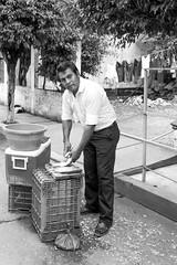 Vendedor de pescado en Chiltepec (Marcos Núñez Núñez) Tags: chiltepec oaxaca chinantla chinantecos streetphotography vendedor pescado señor retrato sotavento escamas bw street calle méxico marchante blackandwhite urban rural