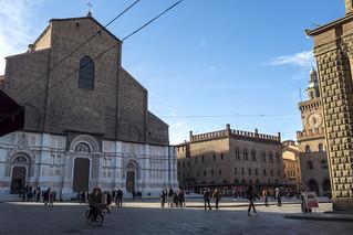 Bologna (Italy) - Piazza Maggiore e la Basilica di San Petronio