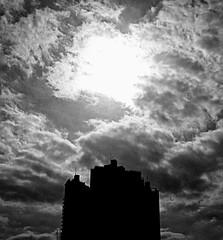 Cielo porteño... (MFPolako) Tags: buenosaires argentina centro downtown capital porteño baires highcontrast phoneography streetphotography calle street urban streetlife citylife abasto blackandwhite blancoynegro monochrome noir bnw blackandwhitephotography greyscale ciudadautonoma caba