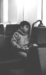 Bio-Tren (Rholff) Tags: niño blanco negro bn bw tren desolado triste tristeza pensativo sombras shadows pensando thinking