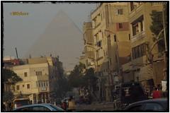 Misterios de Egipto (mariadoloresacero) Tags: egypte persons personnes personas circulación cars voitures coches bâtiments buildings edificios acero mdacero ilca68 sony city ville cité ciudad grande piramide keops gran pirámide pirámides gize giza egipto egypt