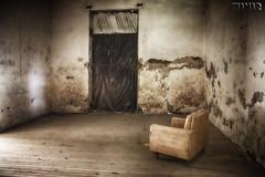 serie interiores (Marina-Inamar) Tags: sillon uno lasmarianas argentina buenosaires solitario textura abandonado abandono