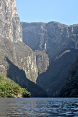 Impressive walls (Chemose) Tags: mexico mexique chiapadecorzo canyon sumidero eau rivière water paroi falaise rocher rock cliff chiapas canon eos 7d mars march