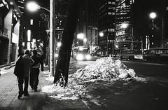 2028/1729 (june1777) Tags: snap street seoul jongro night light winter snow leica m6 leitz wetzlar summaron 35mm f35 ltm fuji neopan 1600 bw