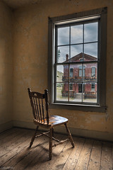 vis à vis (alouest225) Tags: alouest225 nikon d750 usa2017 montana bannack ghosttown etatsunis usa unitedstates thetreasurestate nikon1635 empty chair wood littleroom inexplore