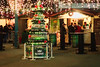 Arbre à bière (8pl) Tags: place bières arbredenouvelan arbredebière marché cabanons gens guirlandes tables tableshautes