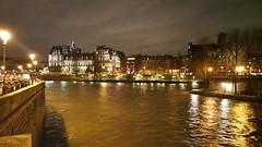 174-Paris décembre 2017 - la Seine et l'Hôtel de Ville (paspog) Tags: paris france décembre 2017 seine nuit night nacht hôteldeville