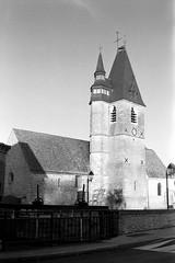 Eglise St-Blaise de la Chaussée d'Ivry (Philippe_28) Tags: olympus trip 35 analog analogue argentique 24x36 135 film 28 eureetloir france europe lachausséedivry église church