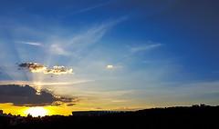Entardecer de verão... (carlos.ufmg) Tags: dusk evening sunset sol sun sky clouds nuvens paisagem urbana urbanismo townscape samsung galaxy s7edge brazil 2018 carobrod silhuetas silhouettes