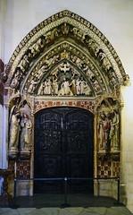 Catedral de Burgos Claustro Alto Puerta del Paraiso o Puerta Negra o Dorada Claustro alto (Rafael Gomez - http://micamara.es) Tags: catedral de burgos claustro alto puerta del paraiso o negra dorada