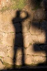 This is me (ramosblancor) Tags: humanos humans hombre man sombra shadow morning mañana pared wall piedra stone fotógrafo photographer formas shapes me yo