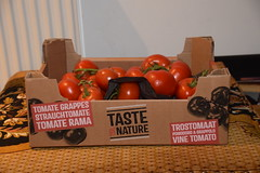 DSC_7590 Vine Ripe Tomatoes from the Turkish Supermarket £7.49 per box Taste by Nature Tomate Grappes Strauchtomate Tomate Rama Trostomaat Pomodora A Grappolo (photographer695) Tags: vine ripe tomatoes from turkish supermarket £749 per box taste by nature tomate grappes strauchtomate rama trostomaat pomodora a grappolo