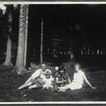 Archiv FaMUC091 Münchner Familie, Radltour mit Hund, 1920er thumbnail